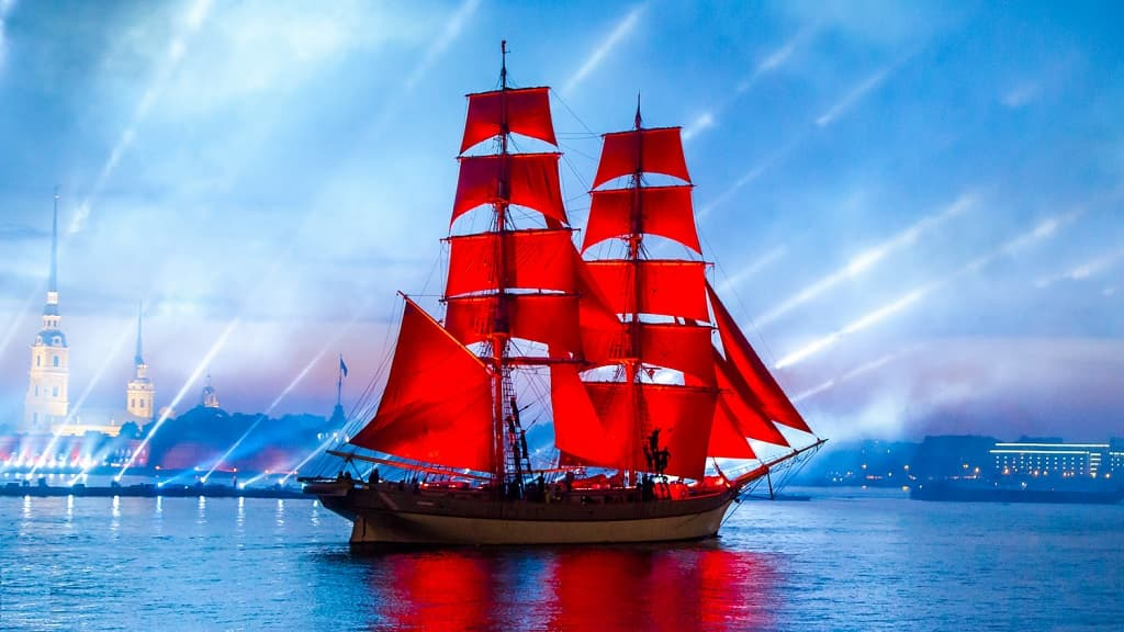 "Enormous popularity is enjoyed by the enchanting spectacle ""Scarlet Sails"""